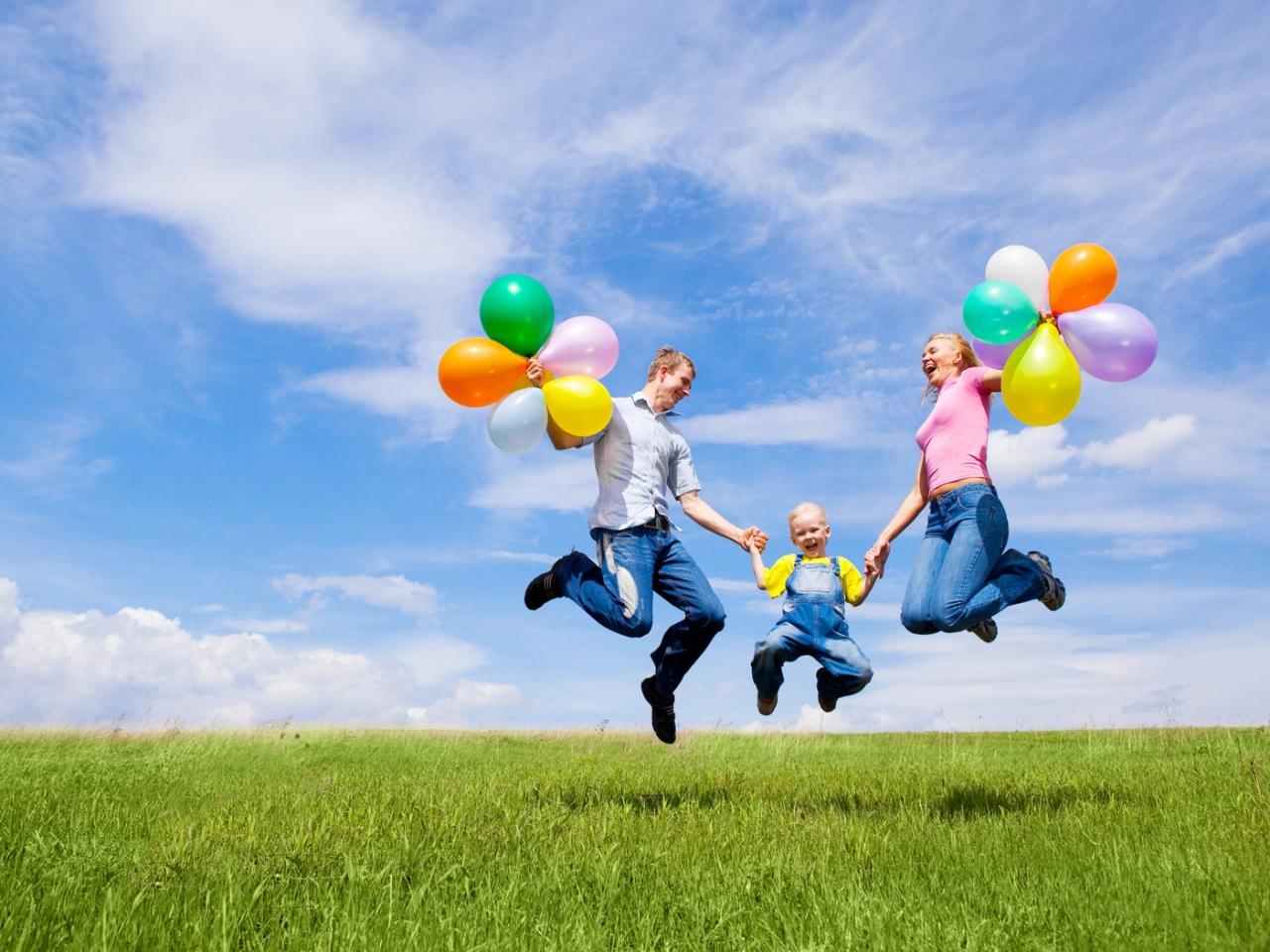 alegría familia con globos